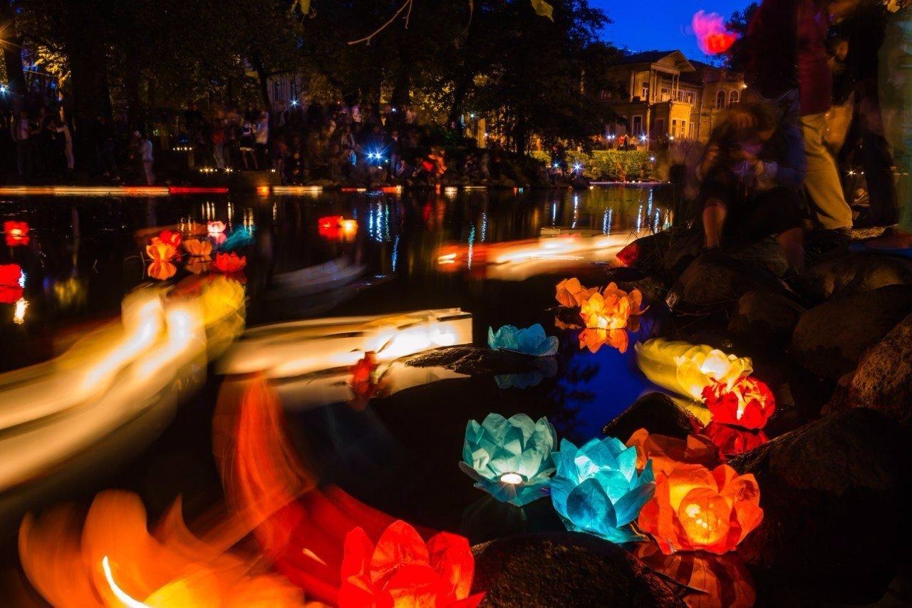 Красочный фестиваль водных огней