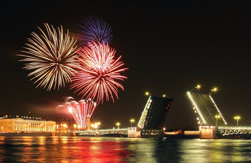 В новогоднюю ночь покажут шоу разводных мостов!