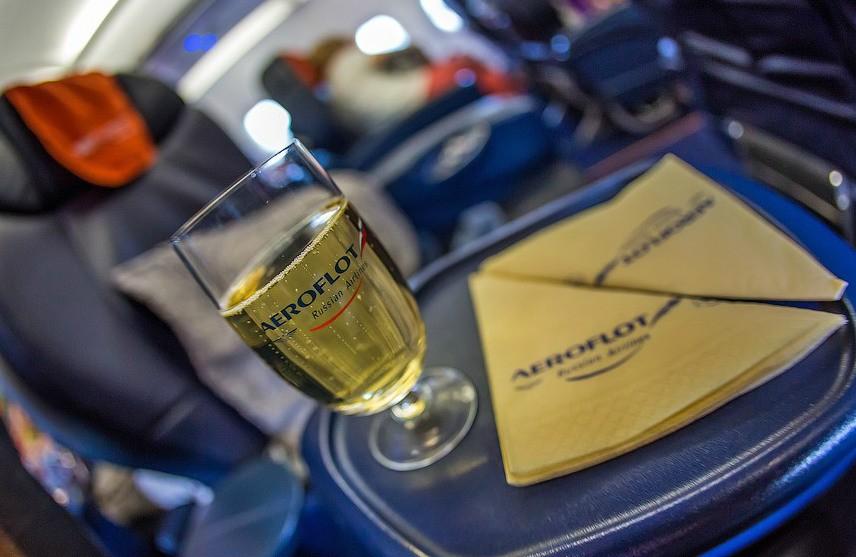 Бесплатный алкоголь вновь вернётся на рейсы «Аэрофлота»