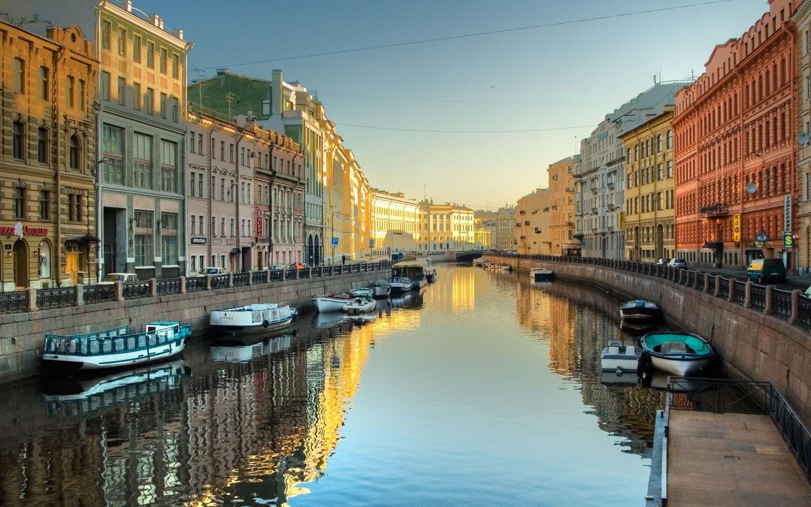Петербург стал самым популярным туристическим направлением России и мира